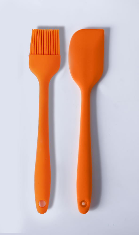 pair of kitchen tools set of brush and silicone spatula loe - Kitchen Brush