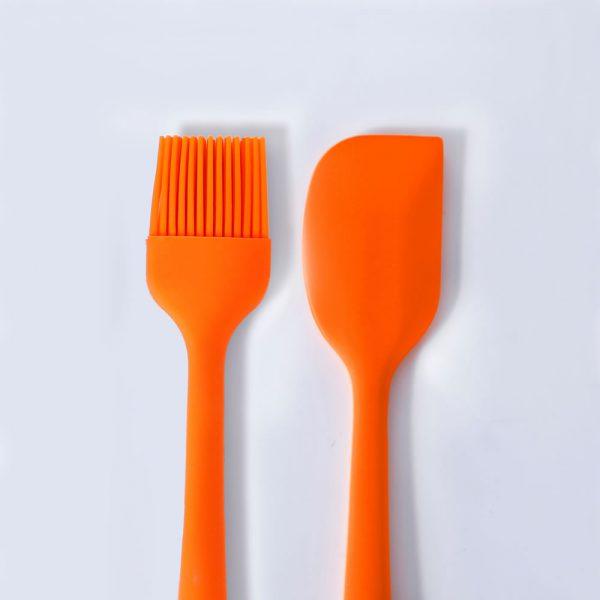 Portada. Par de herramientas de cocina. Conjunto de pincel y espátula de silicona LOE.