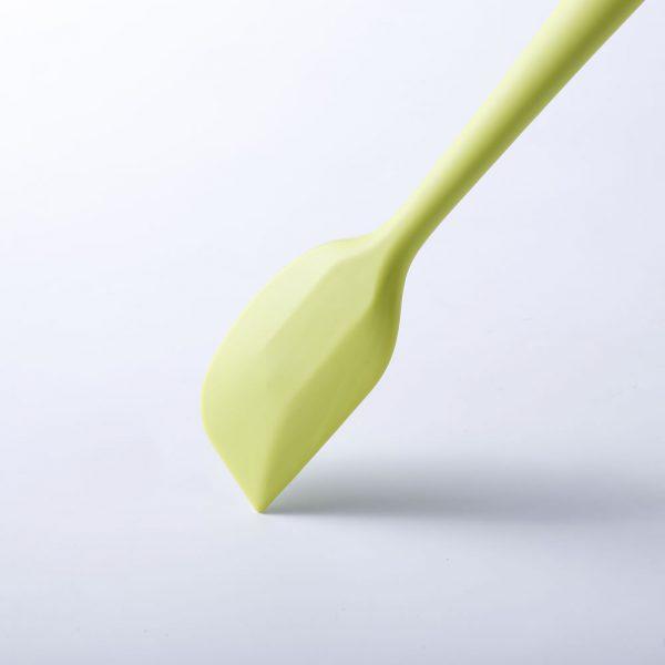 Detalle de la pala de la espátula de cocina de silicona LOE.