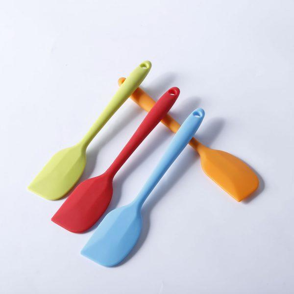 Detalle de la gama de colores de la espátula de cocina de silicona LOE.