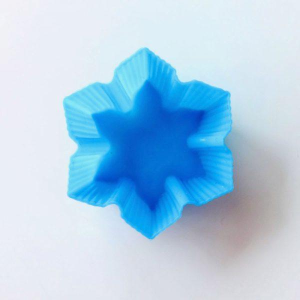 Detalle superior del molde de silicona LOE con forma de estrella de 6 puntas, para magdalenas.