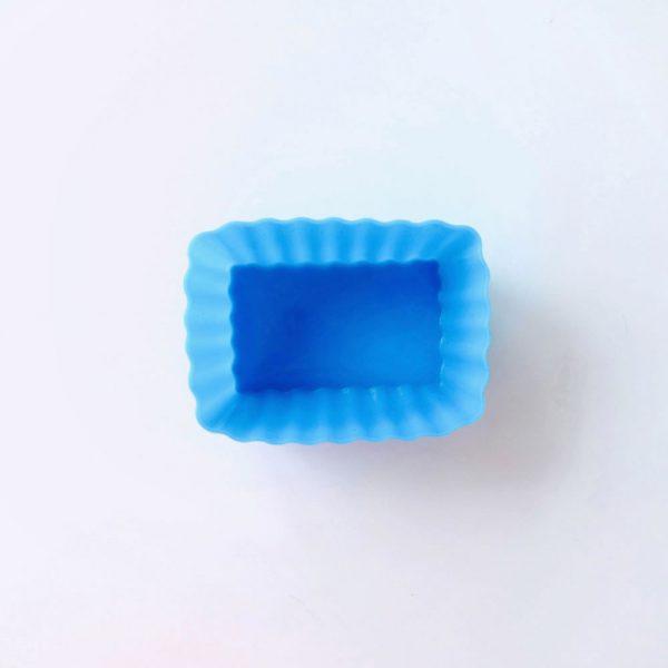 Detalle superior del molde de silicona LOE con forma de rectángulo, para magdalenas.