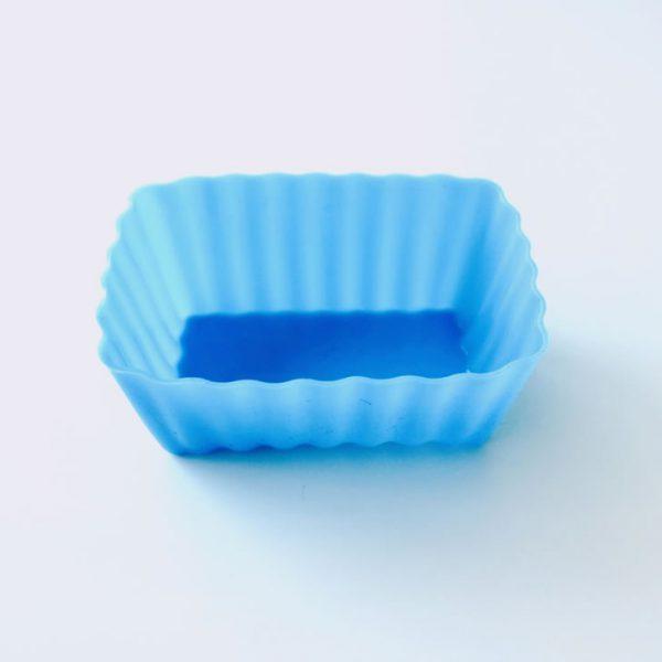 Detalle lateral del molde de silicona LOE con forma de rectángulo, para magdalenas.
