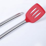 Detail of the silicone and stainless steel slotted spatula LOE