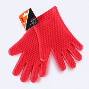 Pair of silicone gloves LOE to protect hands from heat.